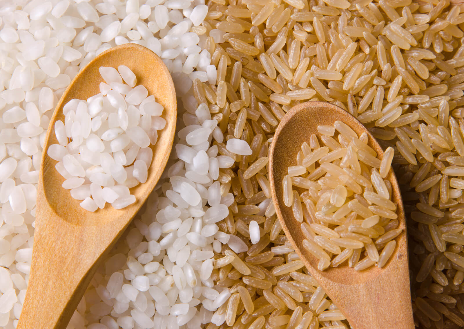 Белый рис против коричневого