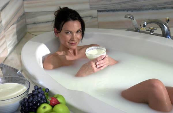 Девушка в ванной в пене фото 581-247