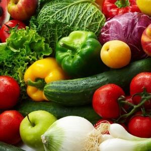 Свежие фрукты и овощи в яичной диете