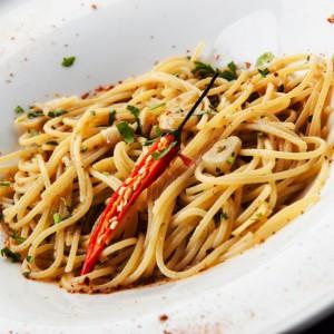 Спагетти с перцем чили