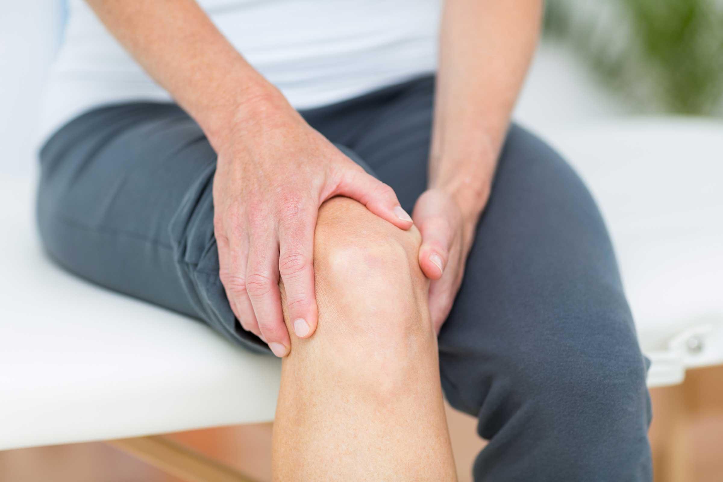 при боли в коленях полезно ходить на коленях эти
