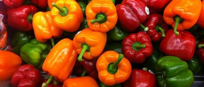 Красный, желтый и зеленый перец