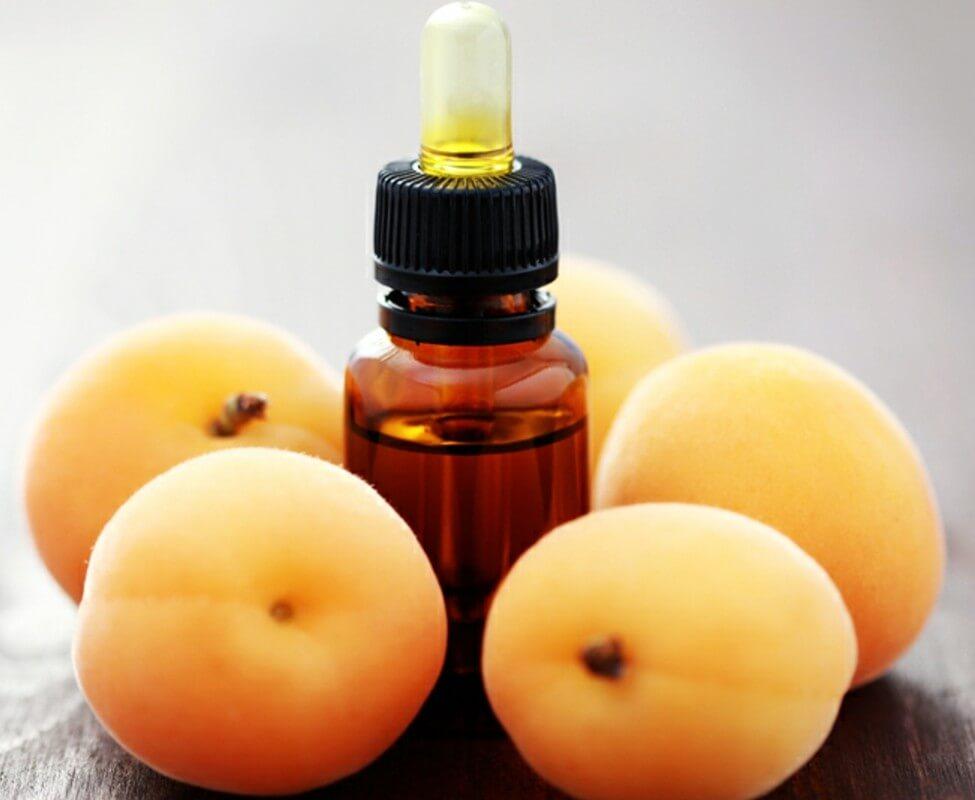 Масло абрикосовых косточек: свойства и применение