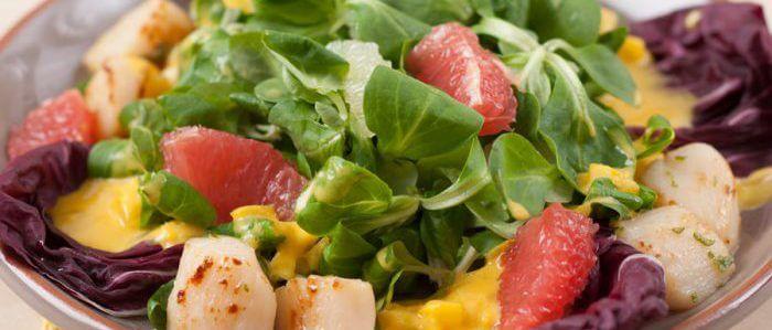 Блюдо с салатом корн