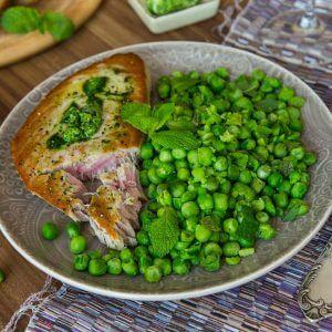 Запеченный тунец с зеленым горошком