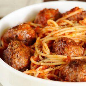 Говяжьи фрикадельки с тыквенными спагетти