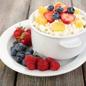 Творог со свежими фруктами