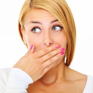 Неприятный запах изо рта