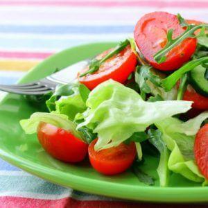 Салат из огурца и помидора