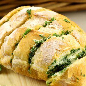 Чесночный хлеб с зеленью и сыром