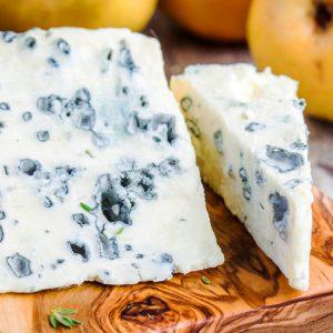 Сыр Данаблю на доске