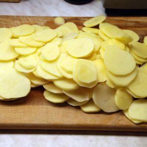 Тонко нарезанный картофель