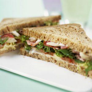 Бутерброд с серым хлебом