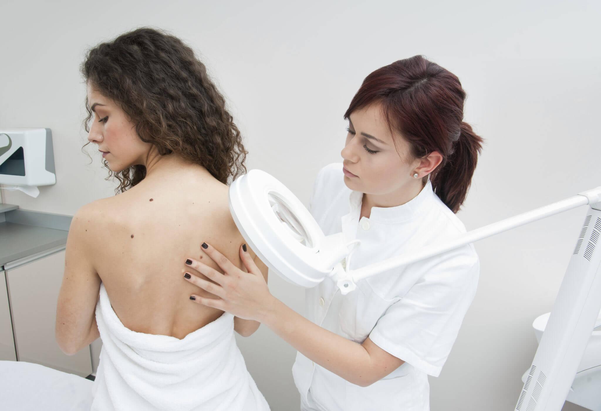 Какие заболевания лечит дерматолог что он делает на приеме и когда к нему идти