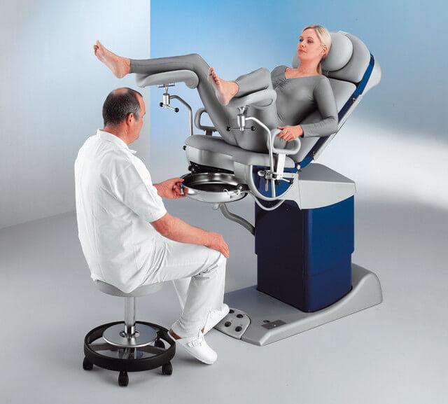 каким как правильно смотреть женщину на кресле у гинеколога видео просмотра полной