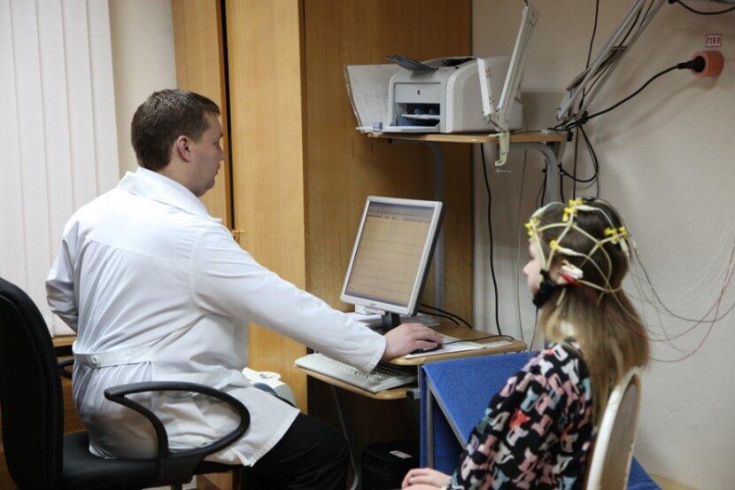 РЭГ (реоэнцефалография) головного мозга: нормы и расшифровка результатов исследования сосудов головы. Реоэнцефалография сосудов головного мозга (РЭГ)