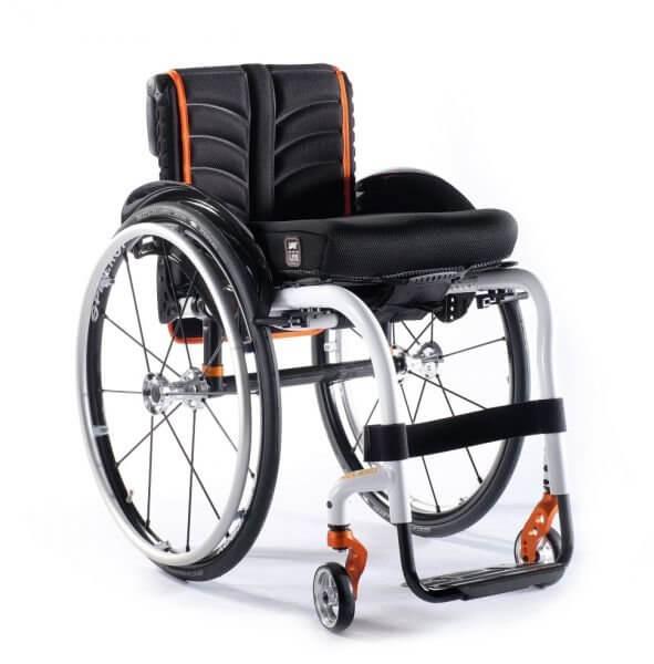 Чем отличается прогулочная инвалидная коляска от домашней