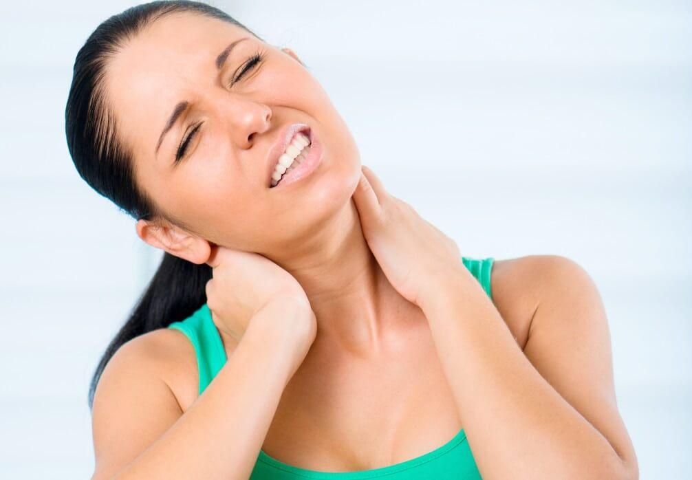 Скованность мышц шеи