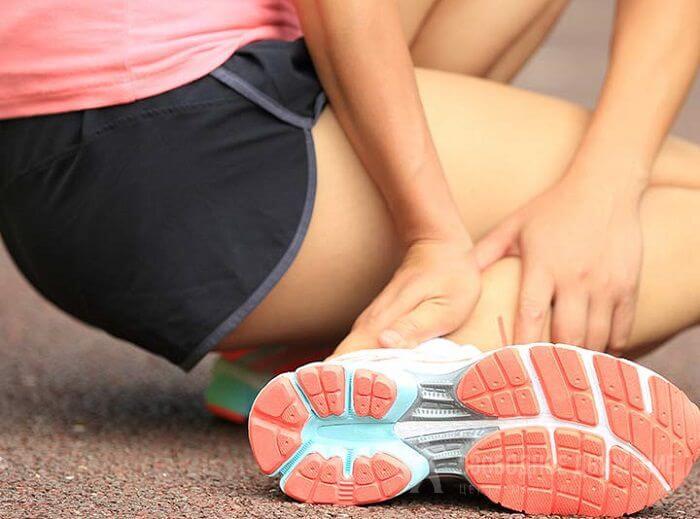 Слабость в руках и ногах: причины и лечение