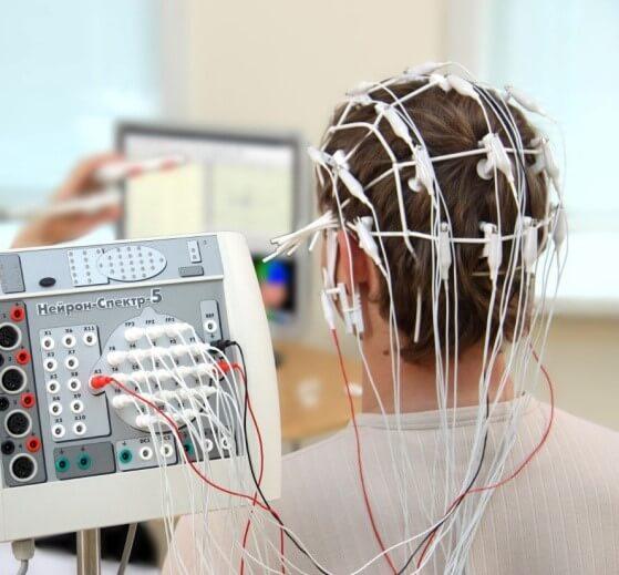 Как называется обследование головы когда надевают шапочку. Энцефалограмма головного мозга что показывает? Где ее сделать