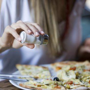 Как употреблять меньше соли