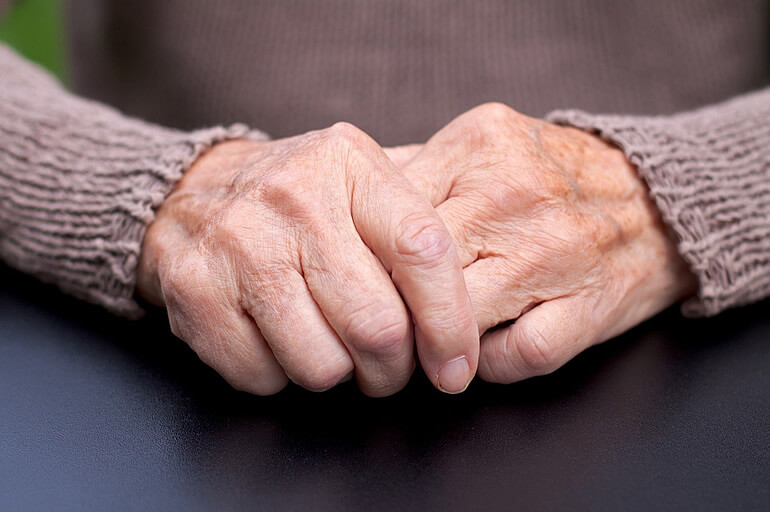 Какие симптомы при болезни паркинсона